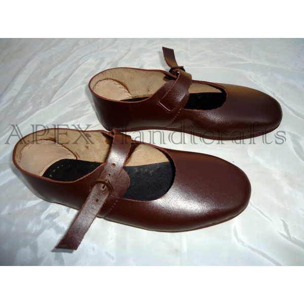 Latchet shoe with strap and buckle, high- and late...